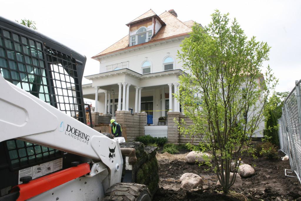 Doering Landscaping at work at Barrington's White House.